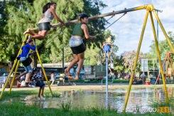 Aún con la plaza inundada los chicos del Ludueña juegan contentos en ella. © Sebastian Criado, proyecto341.com reservados todos los derechos / all rights reserved