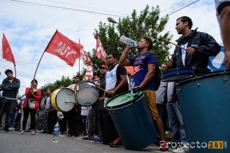 Distintas organizaciones partidarias participaron del corte de la ruta.