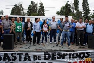 Presentes en el escenario distintos representantes de la asamblea de trabajadores, sindicatos y partidos politicos