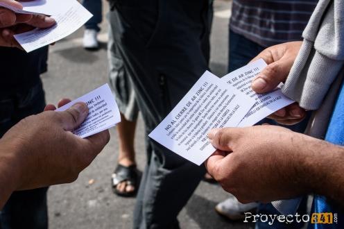 Se repartieron volantes para pedir que los vecinos acompañen en la lucha. Fotografía: © Sebastián Criado, proyecto341.com reservados todos los derechos / all rights reserved