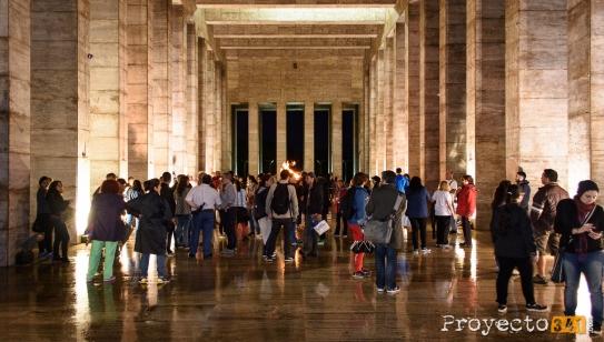 Aún cuando el clima no acompaño el publico se llego al Monumento Fotografía: © Sebastián Criado, proyecto341.com reservados todos los derechos / all rights reserved